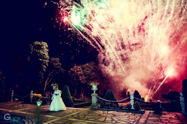 pokaz sztucznych ogni na weselu